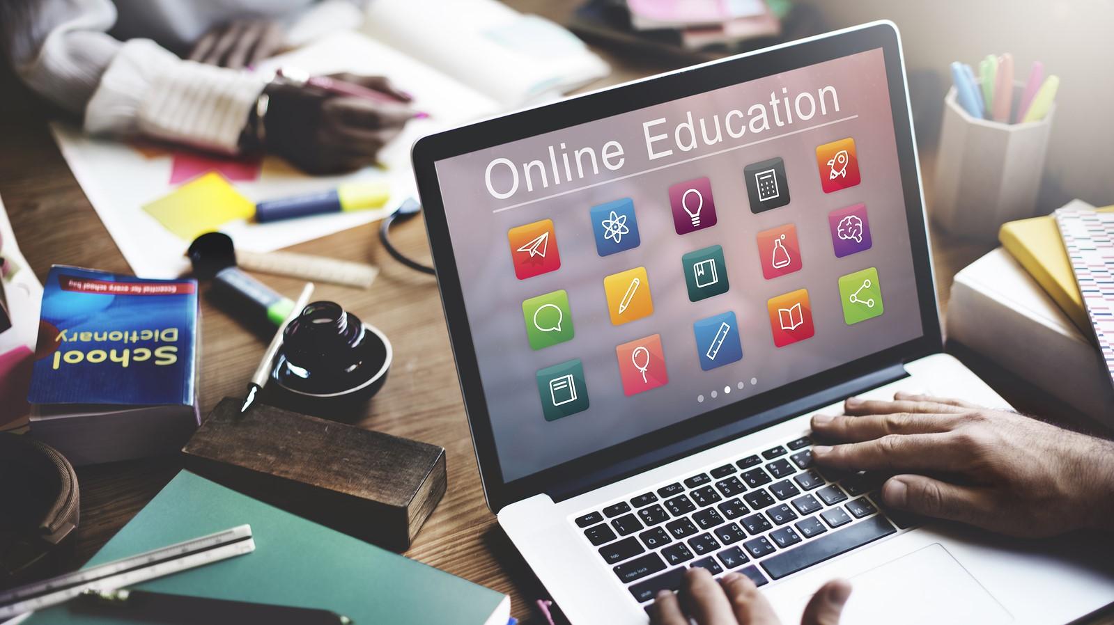 การ เรียนออนไลน์ ถือว่าเป็นรูปแบบการเรียนการสอนที่กำลังได้รับความนิยม