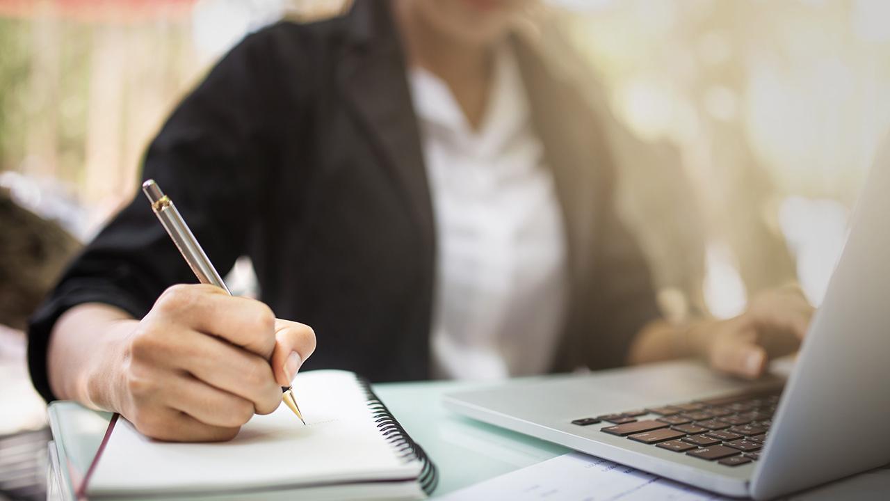 เทคนิค การเรียนคอร์สออนไลน์ สำหรับคนวัยทำงาน