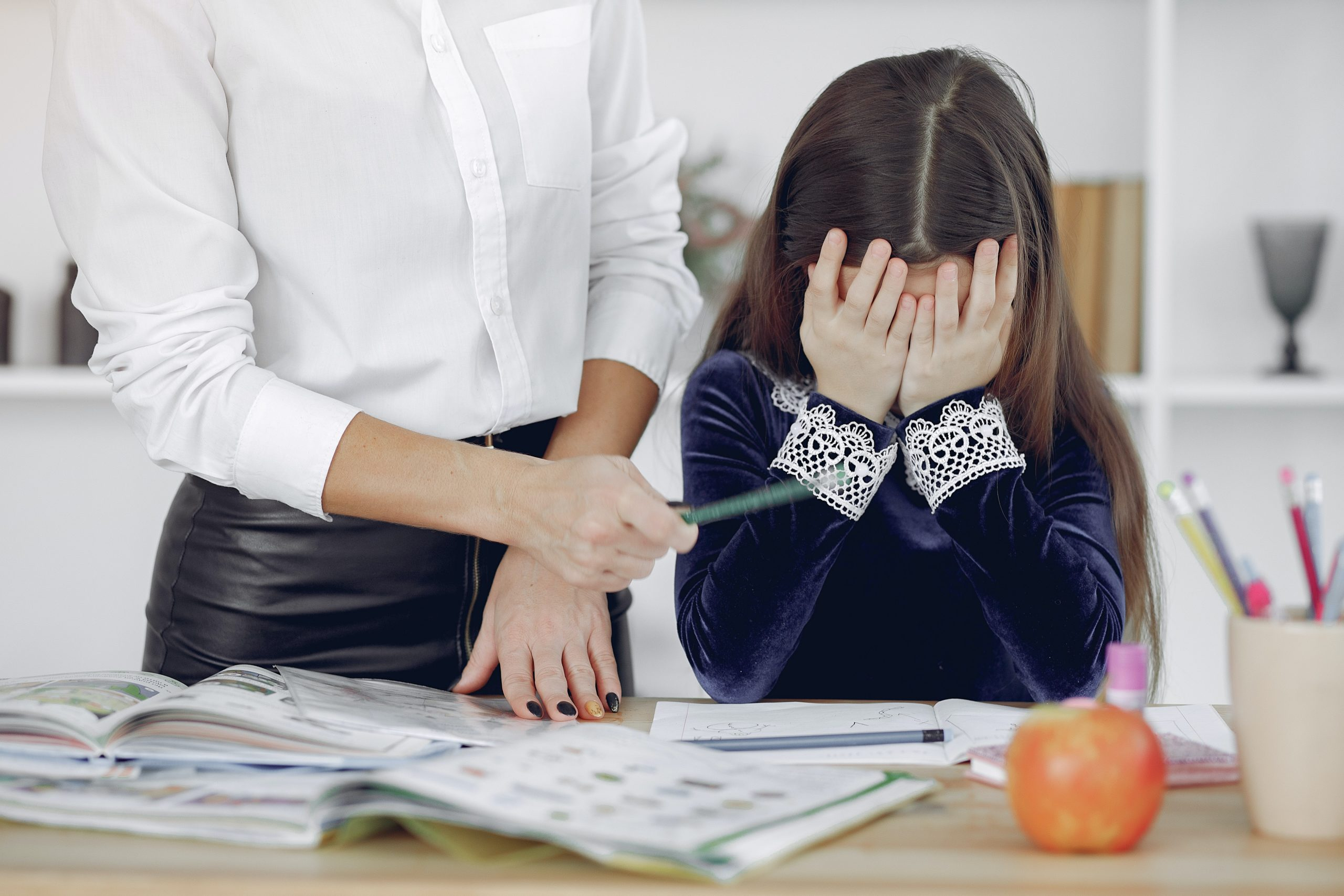 บทบาทของคุณครู ที่ไม่ดีนั้น อาจจะเป็นภัยต่อสังคมอีกด้วย เพราะคุณครูก็เป็นคนๆหนึ่งที่จะต้องอยู่ภายใต้กฎหมาย