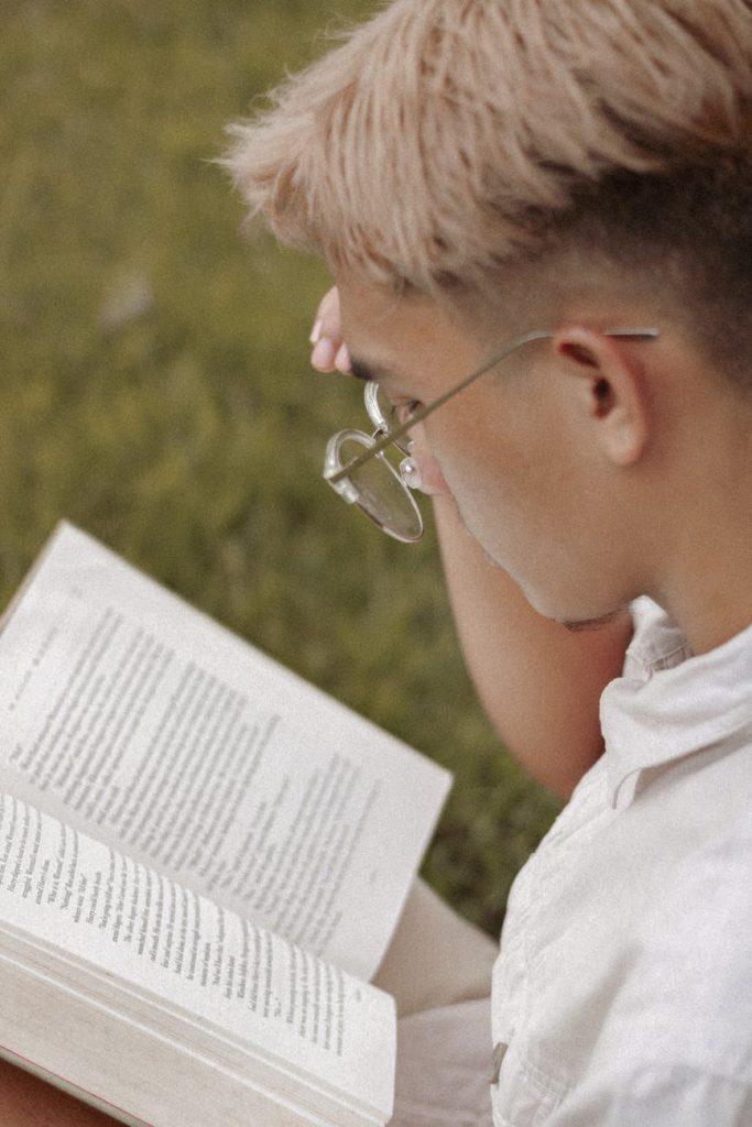 การอ่านหนังสือ เป็นเรื่องยากสำหรับใครหลายๆคน แต่ถ้าเล่มไหนชอบก็อ่านจนจบได้