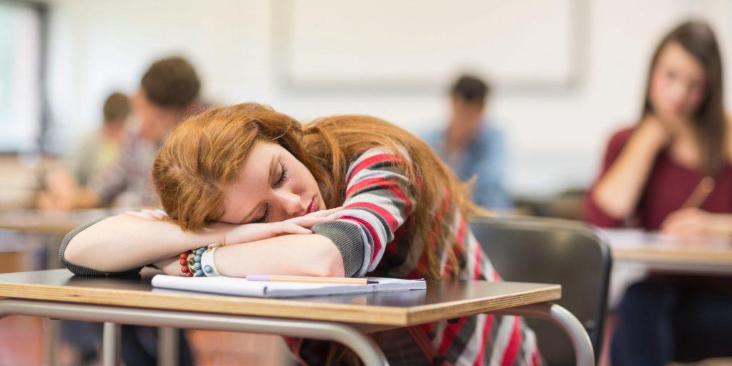 อดนอนก่อนสอบ ได้งีบสักพักจะดีขึ้น