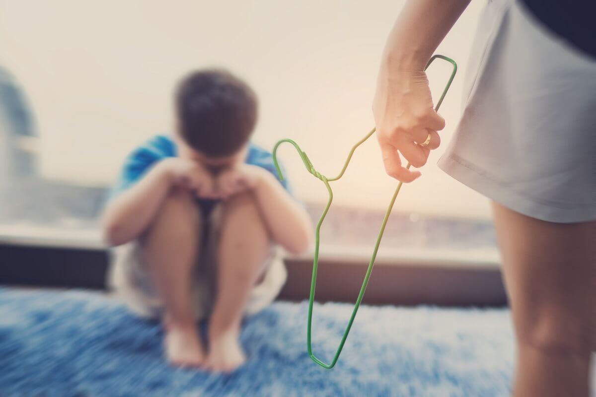 ข้อเท็จจริง การตีเด็ก คือความรุนแรง หรือ เพื่อการสั่งสอน ?