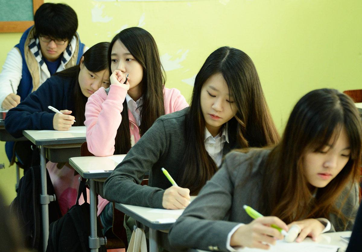 """""""การศึกษาเกาหลีใต้"""" ติดอันดับ 1 ระบบการศึกษาที่ดีที่สุดในโลก ยั่วใจให้น่าไปเรียนต่อ"""