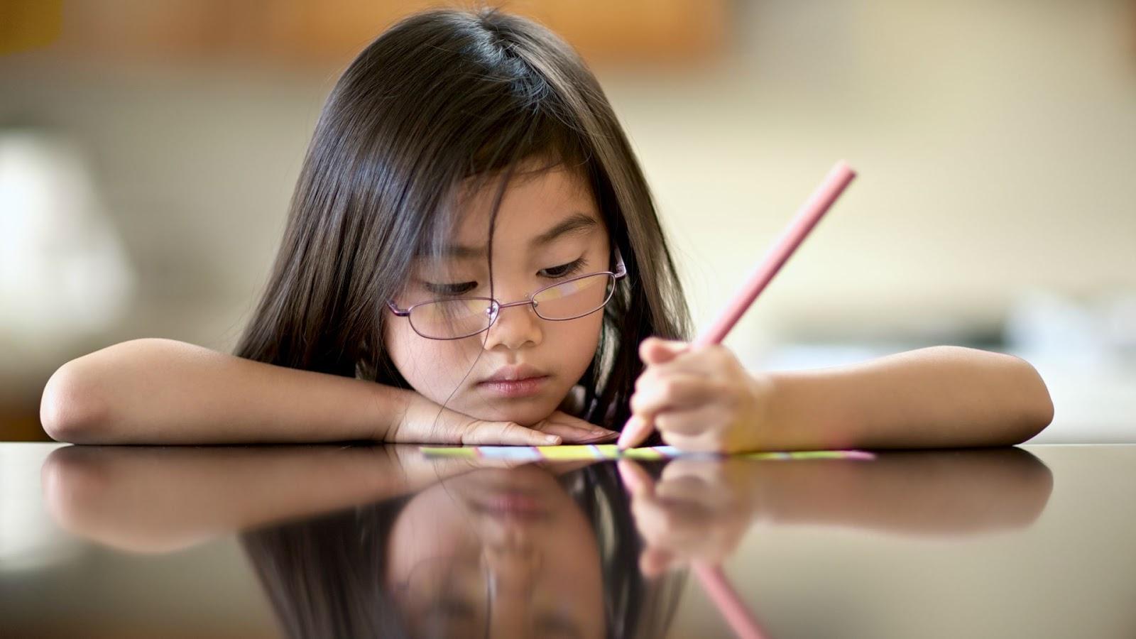 คนถนัดซ้าย สมอง และแนวโน้ม เรื่องการเรียน เป็นอย่างไร