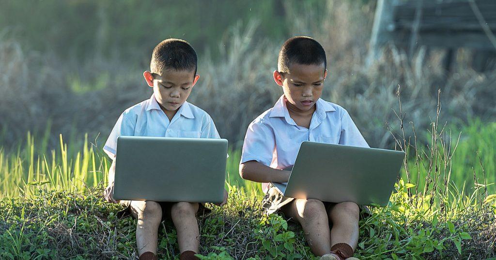 ปัญหาการเรียนออนไลน์ สังคมวุ่นวาย ส่งผลกระทบหลายด้าน